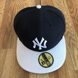 ... NY Yankees Fitted flat hat - hardly worn 1dea0cf8af4b